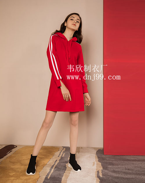 新款纯色简约运动风卫衣连帽连衣裙
