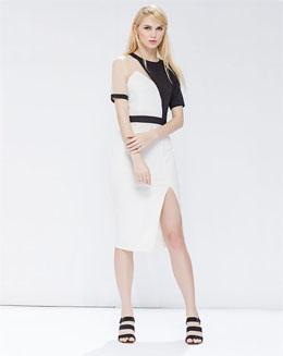个性时尚黑白撞色不对称修身中长连衣裙