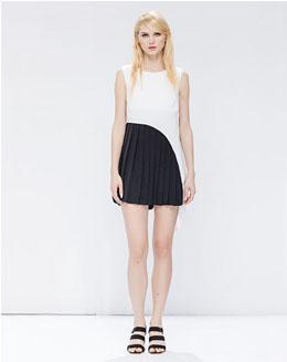圆领无袖撞色拼接连衣裙