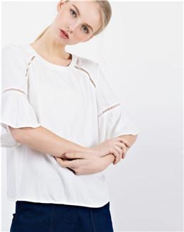 白色五分喇叭袖圆领百搭上衣