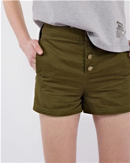 耍酷休闲军绿色女士小短裤