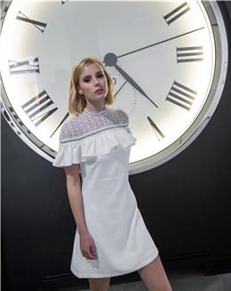 白色气质婚纱连衣裙