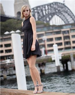 夏季纯黑色无袖拼接蕾丝连衣裙