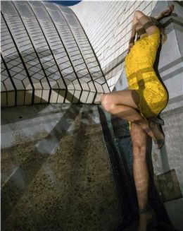 夏日柠檬黄无袖不规则裙摆蕾丝连衣裙