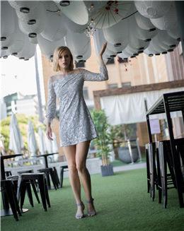 蕾丝拼接网纱长袖连衣裙