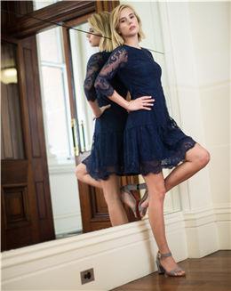 秋季新款七分袖绣花蕾丝连衣裙
