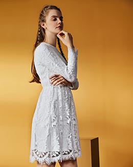 纯色蕾丝花边修身连衣裙