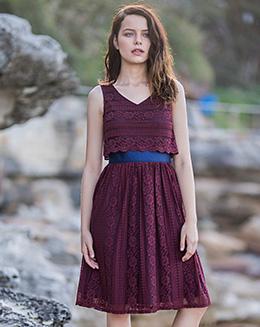 新款V领撞色收腰蕾丝背心连衣裙
