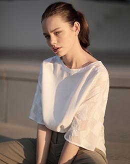 新款圆领蕾丝拼接宽松T恤