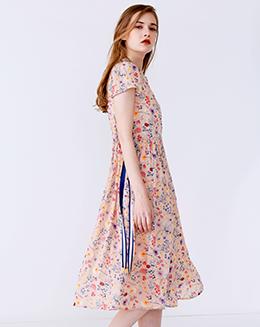 新款收腰织带碎花连衣裙