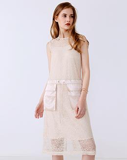新款蕾丝收腰中长款连衣裙