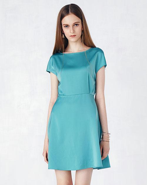 新款纯色落肩雪纺A字连衣裙