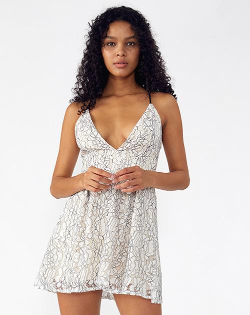 外贸服装厂2019春夏新款V领白色褶皱吊带连衣裙