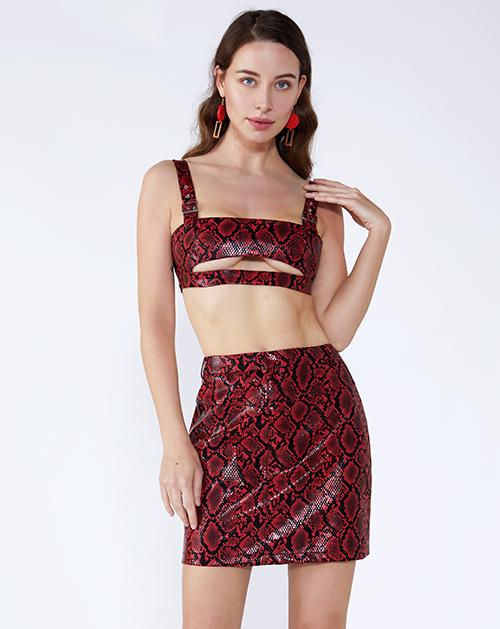 女装厂红色蛇纹吊带镂空短裙套装