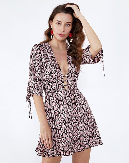 服装厂衣服厂V领荷叶边短袖连衣裙