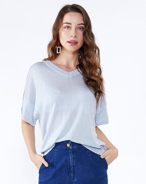 女装服装厂蓝色V领蝙蝠袖针织T恤