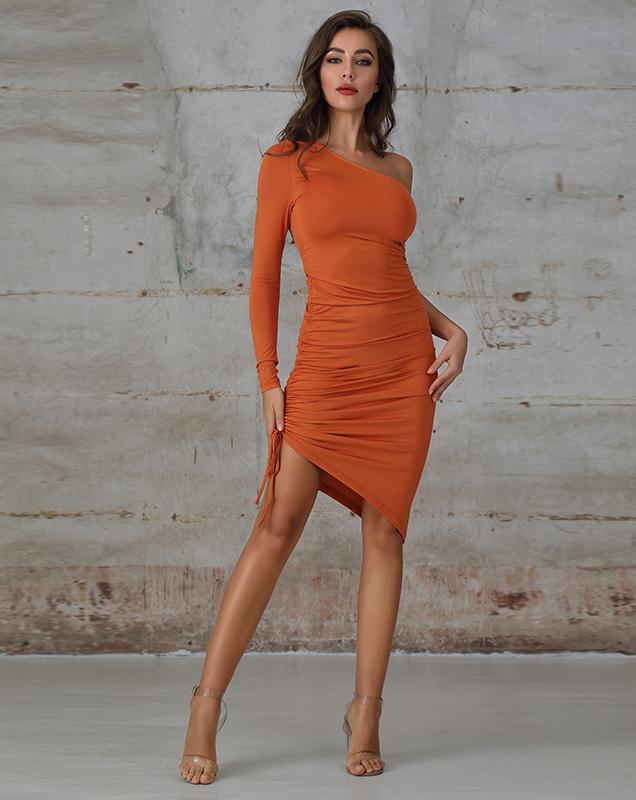女装贴牌工厂斜肩紧身不规则连衣裙